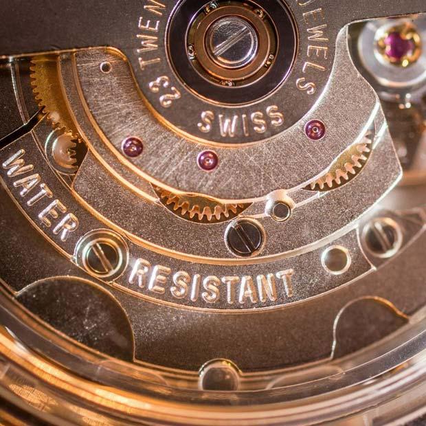 hauseigene Uhrmacher-Meisterwerkstatt